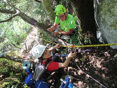 Alpinismo giovanile perugia su sentiero attrezzato